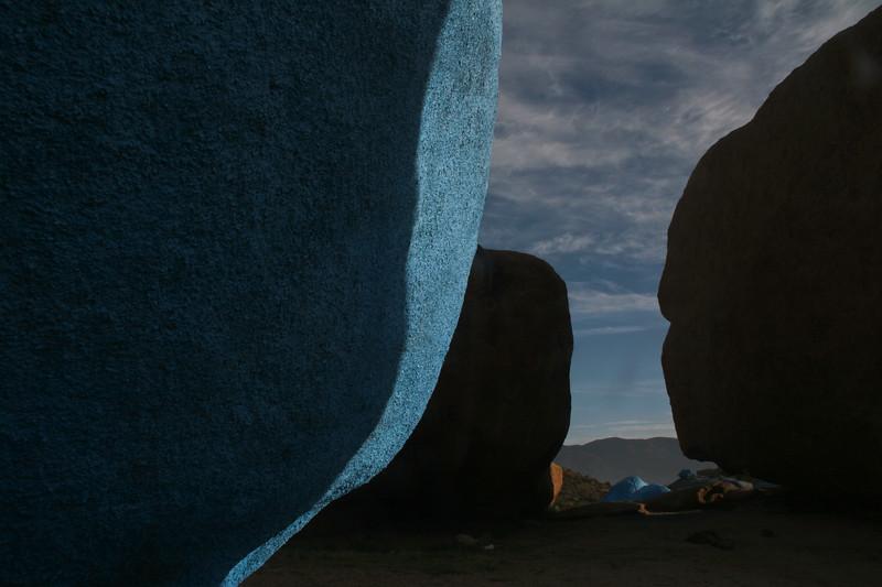 תפראוט - סלעים שנצבעו על ידי האמן הבלגי ג'יימס אנסור