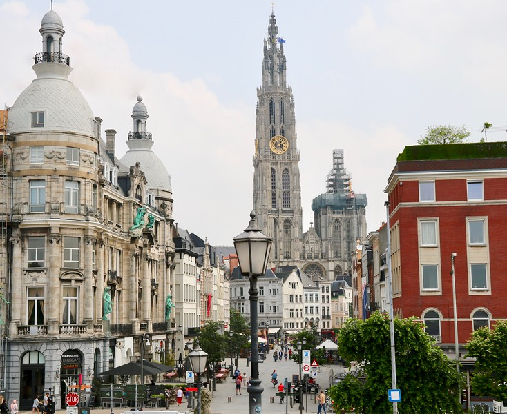 The Suikerrui is a street in the old center of the city of Antwerp and connects the Grote Markt with the east bank of the Scheldt River
