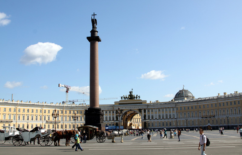 Alexander Column and the General Staff Building (opposite the Winter Palace).