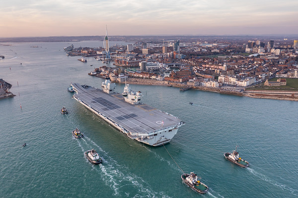 HMS QUEEN ELIZABETH arriving HMNB Portsmouth