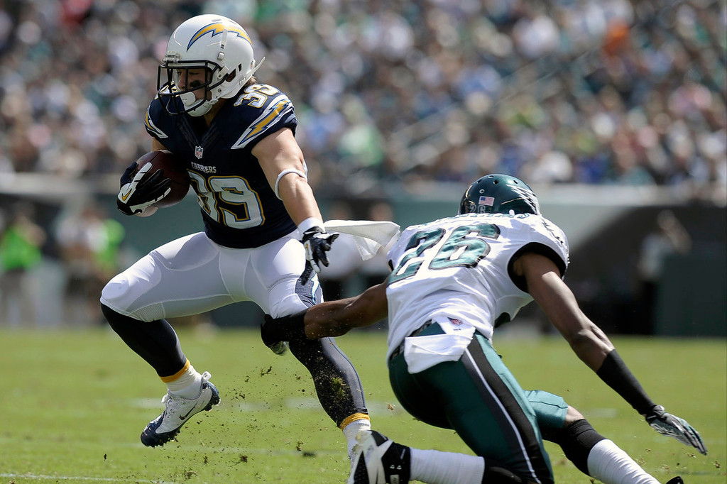 . San Diego Chargers\' Danny Woodhead, left, tries to slip past Philadelphia Eagles\' Cary Williams during the first half of an NFL football game on Sunday, Sept. 15, 2013, in Philadelphia. (AP Photo/Michael Perez)