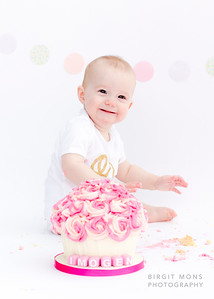 Imogen's cake smash and splash session