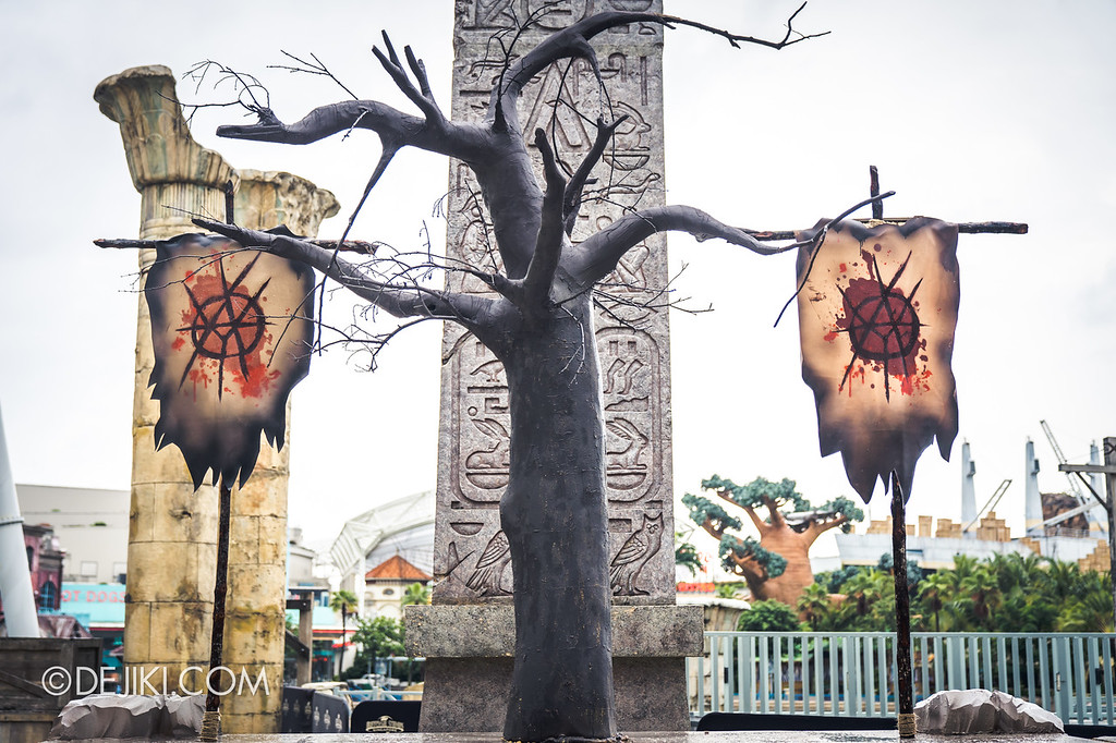 Universal Studios Singapore Halloween Horror Nights 8 Before Dark update - CANNIBAL scare zone / Blood & Bones flags