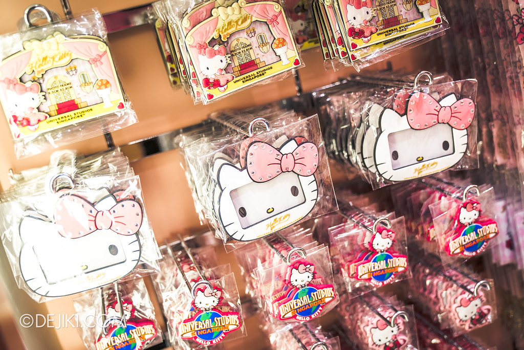 Universal Studios Singapore - Hello Kitty Studio store / picture frames and magnets