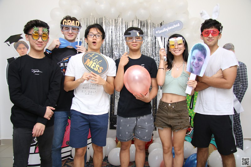 graduation-party-class-of-2021-instant-print-photo-booth-in-ho-chi-minh-Chup-hinh-in-anh-lay-lien-Tiec-Tot-Nghiep-2021-WefieBox-Photobooth-Vietnam-cho-thue-photo-booth-002.jpg