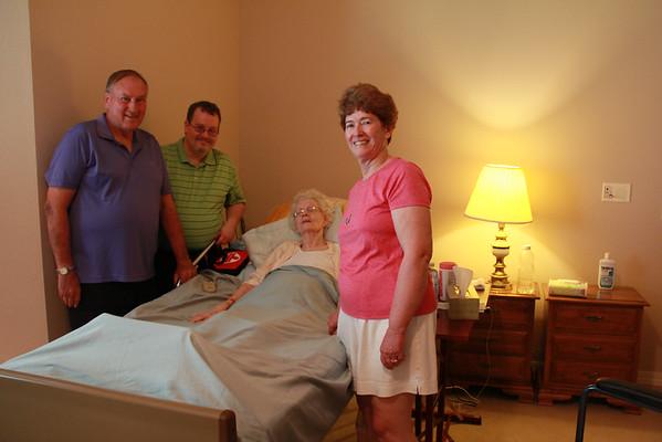 Visiting Aunt Carolyn in Hemet CA 2014