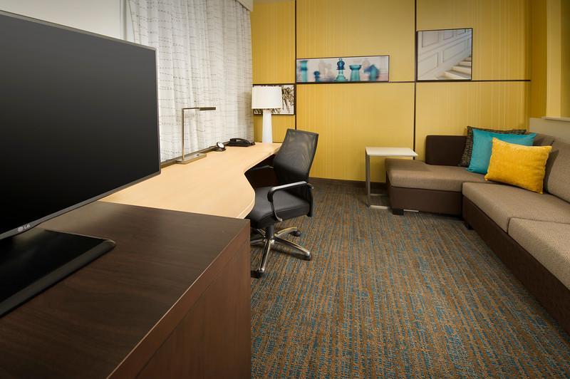 20 - Junior Suite Living Area - RI Texarkana.jpg