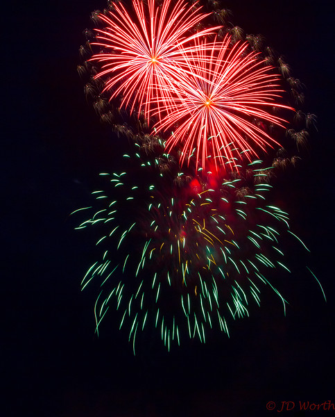 070417 Luray VA Downtown Fireworks - Red Yellow Sea Urchin Duo with Surrounding Gold Stars and Teal Descending Teal Short Streamers-0894.jpg