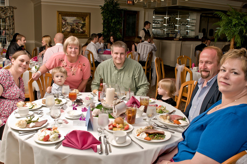 040 Mo Reception - Table Group Shot.jpg