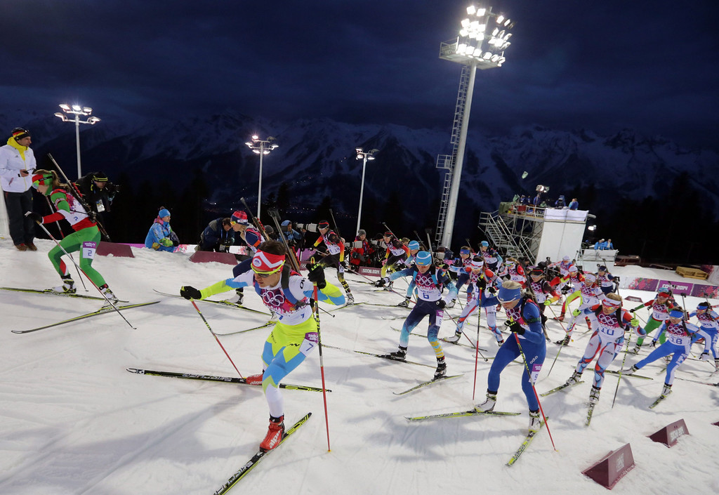 . The pack is on the way during the Women\'s 12.5 km Mass Start competition in Laura Cross-country Ski & Biathlon Center at the Sochi 2014 Olympic Games, Krasnaya Polyana, Russia, 17 February 2014.  EPA/KAY NIETFELD