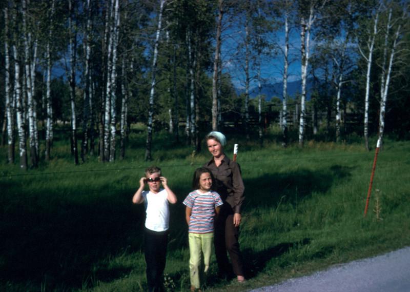0529 - Mom, Linda, Michael (Cir. 1974).jpg