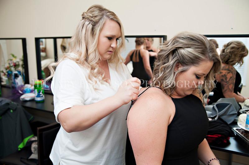 Hillary_Ferguson_Photography_Melinda+Derek_Getting_Ready173.jpg