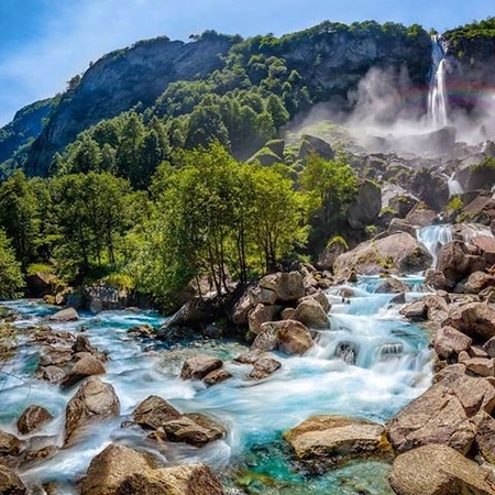 Foroglio waterfall seen from the riverbed. Source: Google Maps