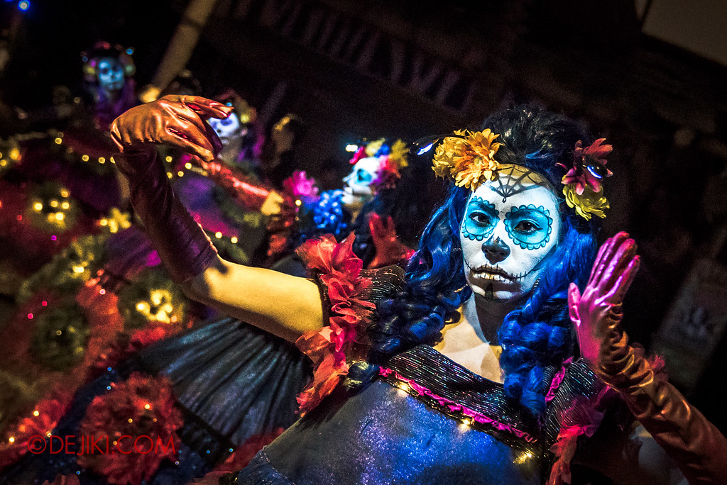 Halloween Horror Nights 6 - March of the Dead / Death March - Dancer at Madagascar