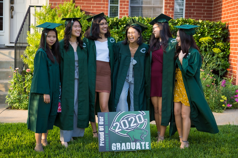 20200521_sarah-friends-connally-graduation_026.jpg