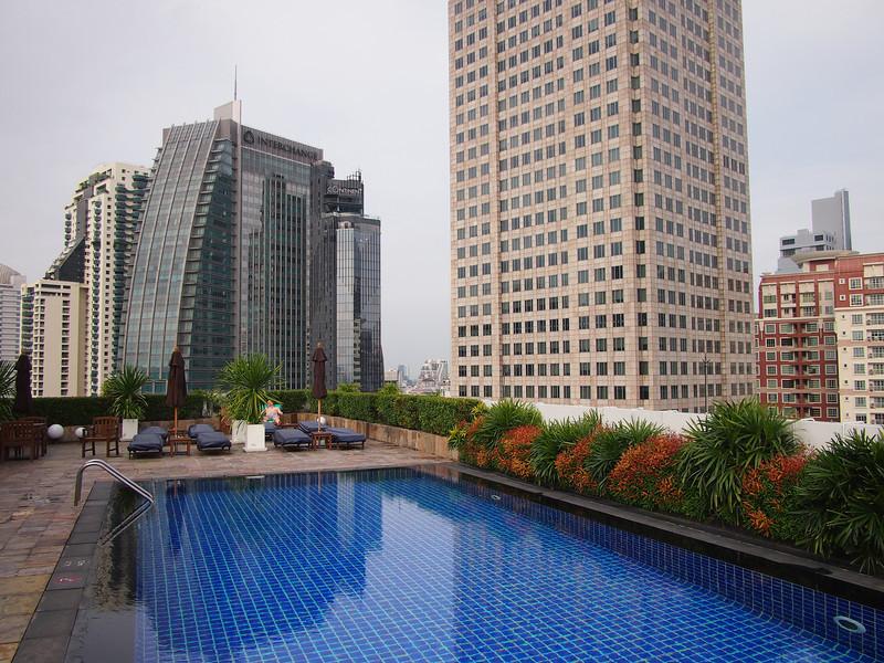 PA032723-rooftop-pool.JPG