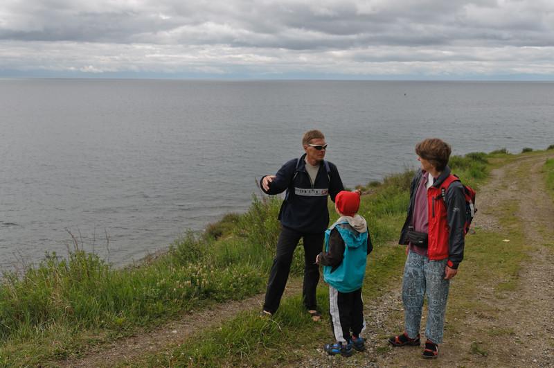 Valera ist unser Führer auf der Wanderung am See. Er ist eigentlich Biologe und untersucht die Algen im See.