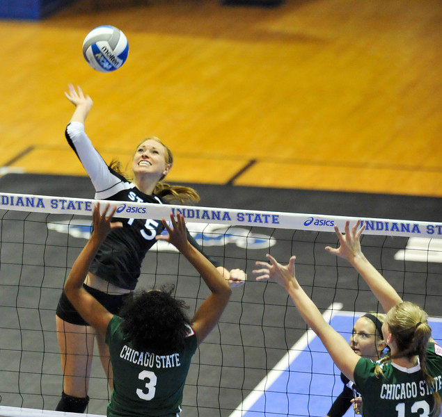 08_26_11_tony_campus_volleyball_chicago_state-6861.jpg