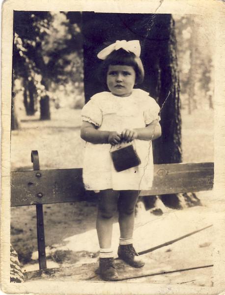 003b Elvira Pidt als Kind mit Widmung von 1941.jpg