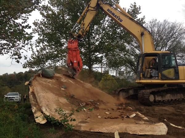 NPK M20K demolition shear on Komatsu excavator-steel cutting (10).JPG