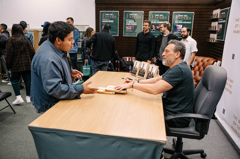 2019_2_28_TWOTW_BookSigning_SP_435.jpg