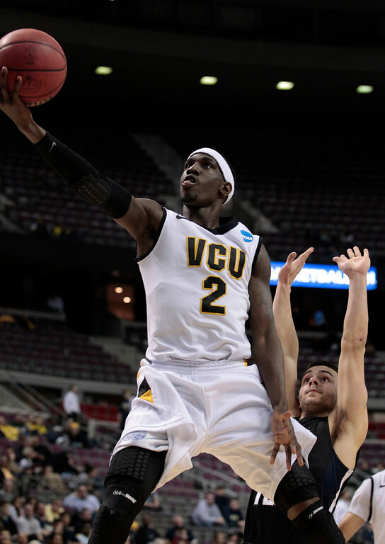 . VCU Rams Briante Weber shoots in front of Akron Zips Carmelo Betancourt during the second half of their second round NCAA tournament basketball game in Auburn Hills, Michigan March 21, 2013. REUTERS/Jeff Kowalsky