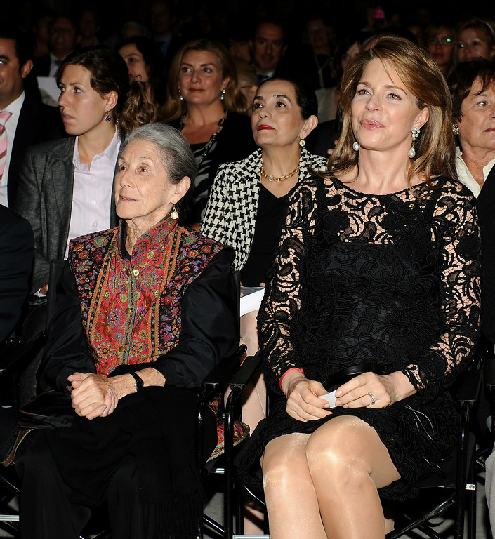 """. South African writer Nadine Gordimer (L) and Queen Noor of Jordan (R) attend the 2008 Save The Children Awards at the \""""Circulo Bellas Artes\"""" on October 6, 2008 in Madrid, Spain  (Photo by Carlos Alvarez/Getty Images)"""