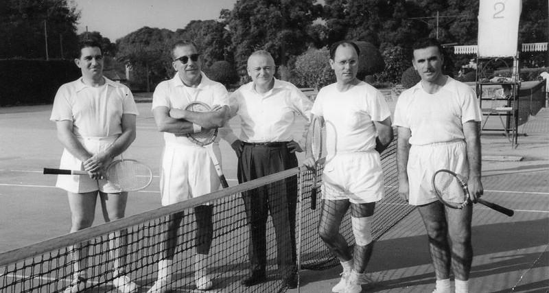 Dundo-partida de ténis pares:  Santos David,  Rosendo, o Humberto Sousa e Francisco Paulos; o Dequeeker foi o juri da partida