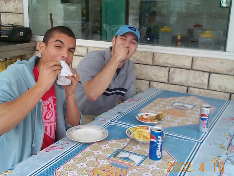 G&H_eating.JPG