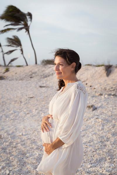 pregnancy-photos-at-the-beach (4).jpg
