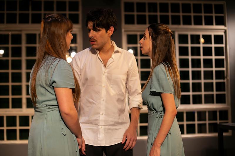 Allan Bravos - Celia Helena - O Beijo no Asfalto-2450.jpg