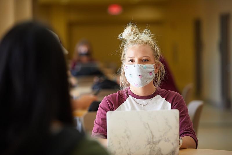 2020 UWL Students with Masks 0754.jpg