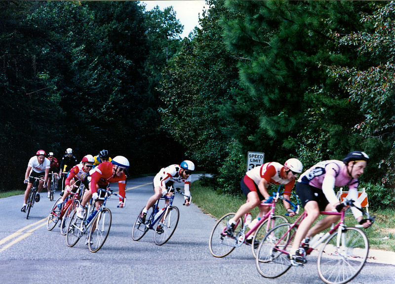 Williamsburg Road Race - 500 mtr to finish - main pack 1989.jpg