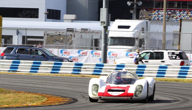 Classic24-2014_#4251-#63-Porsche907L.jpg