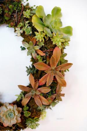 Holiday Wreath Auction Setup-120518
