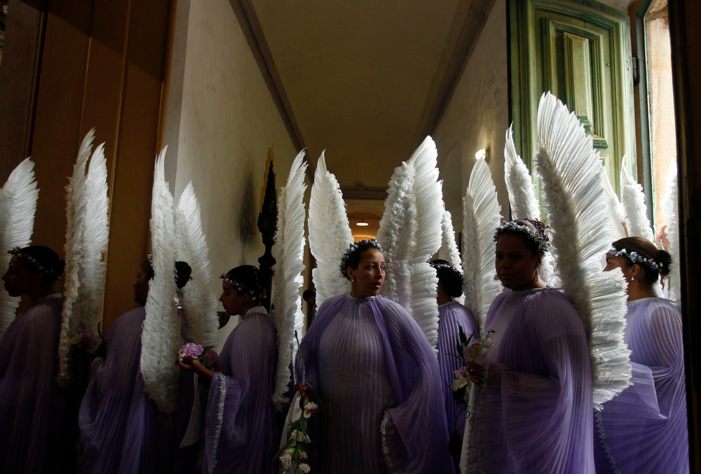 Description of . Worshippers dressed as angels participate in the Easter Sunday procession in the historic city of Ouro Preto in the Brazilian state of Minas Gerais, March 31, 2013. REUTERS/Pilar Olivares