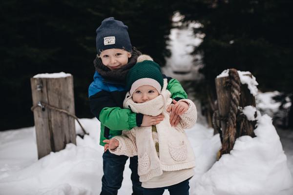 Timotei & Lavinia- Extended family edition