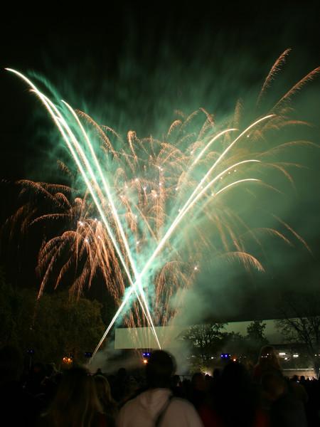 2007_1102putneyfireworks065_edited-1.JPG
