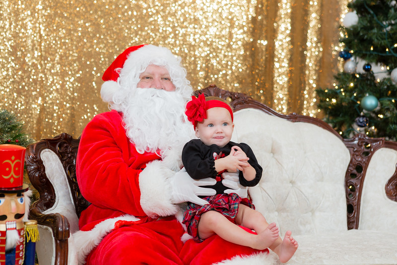 FADS Picture with Santa-334.jpg