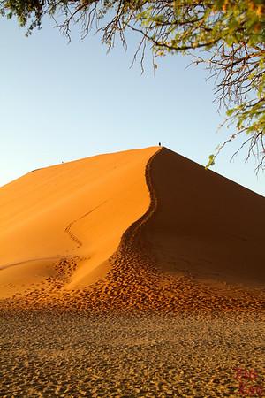 Climbing Dune 45, Sossusvlei, Namibia photo 1