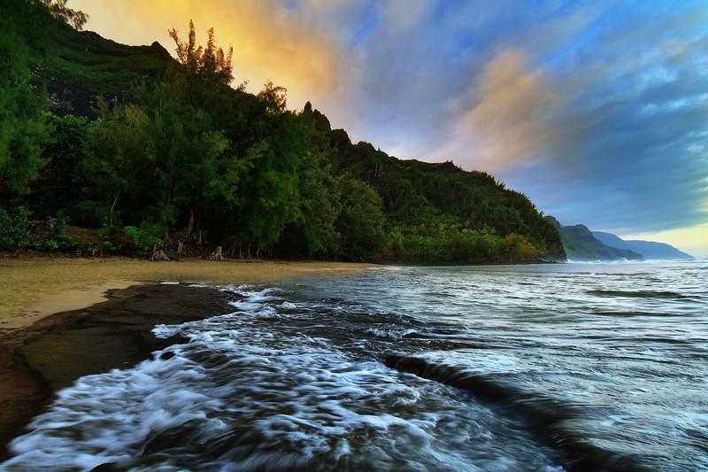 Beautiful Sunrise color at Ke'e Beach, Kauai, Hawaii