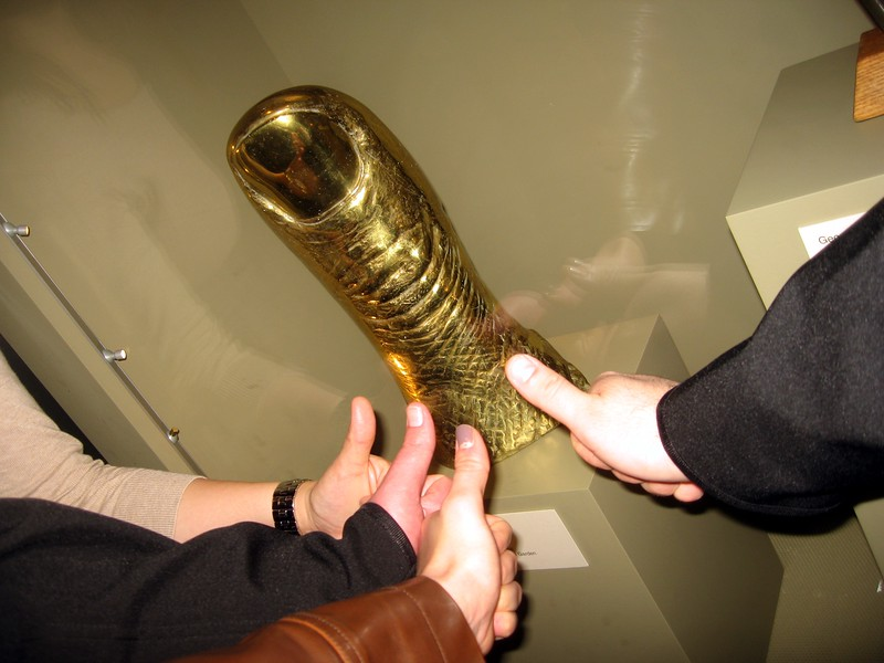 César's Thumb, by César Baldaccini (1965), from the collection of the Hirschhorn Museum and Sculpture Garden, on display in the Commons Room of the Smithsonian Institution Building (3/13/11)