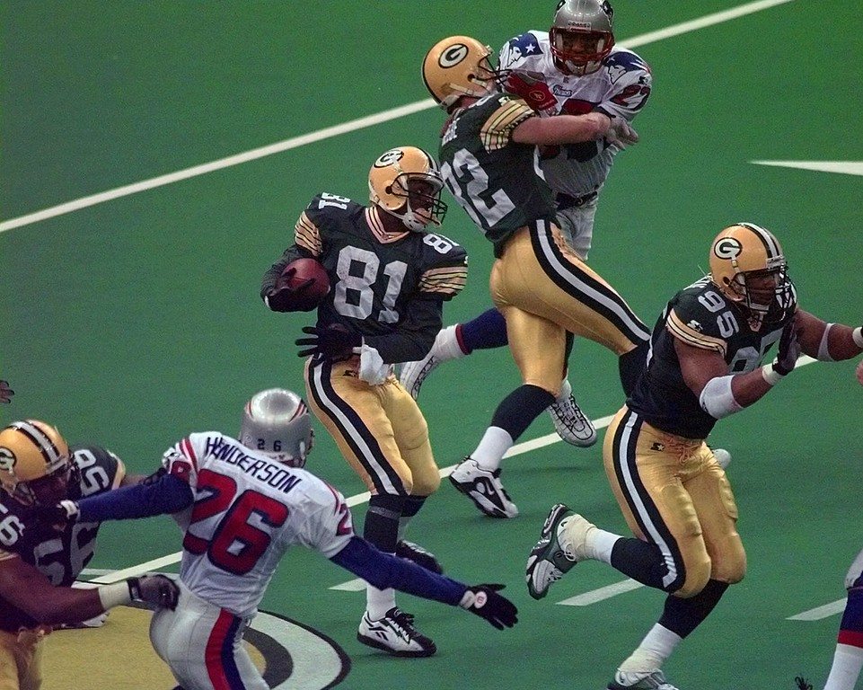 . Green Bay Packers\' Desmond Howard (81) heads out on a 99-yard kickoff return during the third quarter against New England Patriots during Super Bowl XXXI Sunday, Jan. 26, 1997, in New Orleans. (AP Photo/Mark Duncan)