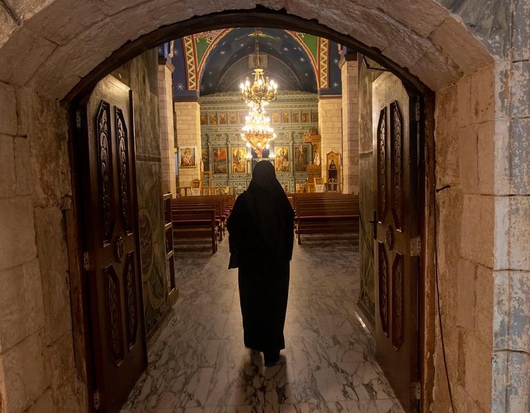נזירה 2.jpg