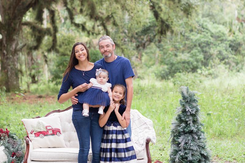 Holiday Minis- Scarth Family-22.jpg