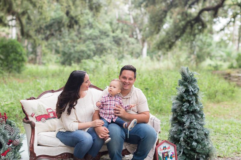 Holiday Minis- Acosta Family-5.jpg