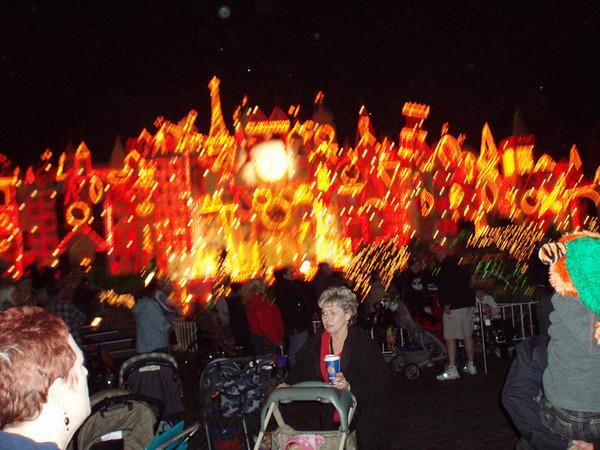 Jen & Jes M at Disneyland 12.16.05