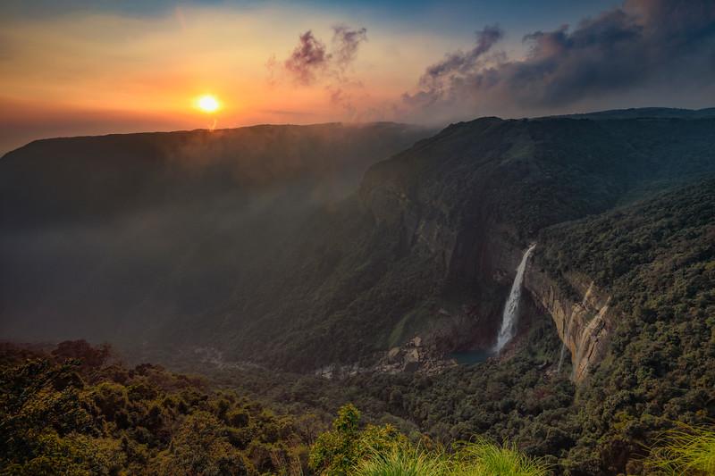Sunset-Nohkilakai-Meghalaya.jpg