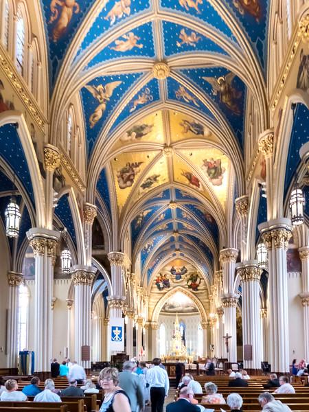 620 1217 IMG_0200 3 Notre Dame Basilica inside.jpg