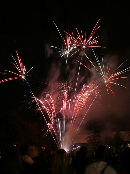 2007_1102putneyfireworks027_edited-1.JPG